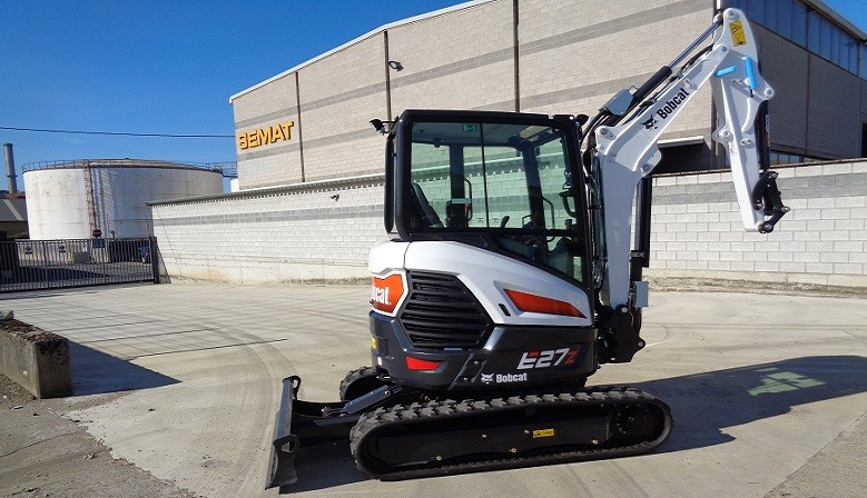 The new Bobcat E27Z mini excavator arrived at Semat